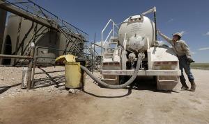 la-terre-tremble-en-oklahoma-a-cause-des-forage-de-petrole-et-de-gaz-de-schiste (Charlie Riedel AP SIPA)